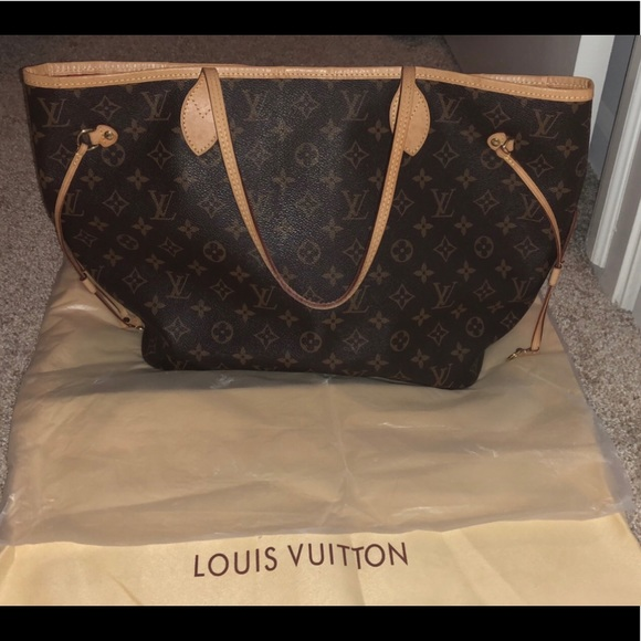 Louis Vuitton Handbags - Like New Louis Vuitton MM Neverfull! 3eaf36735d0e7